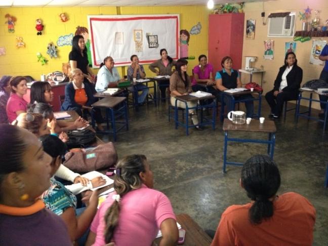 docentes-de-mario-briceno-reciben-charla-sobre-violencia-escolar