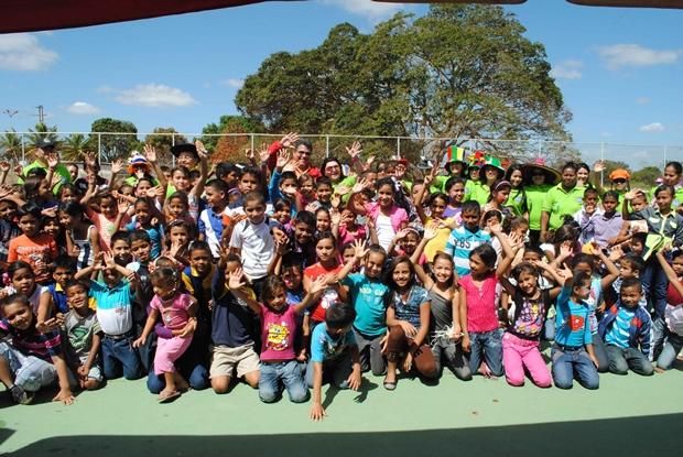 felices-los-ninos-de-el-basquero-en-el-festival-de-juegos-tradicionales