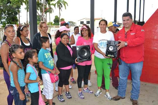 chicas-de-la-bailoterapia-recibieron-donativo-por-parte-del-alcalde