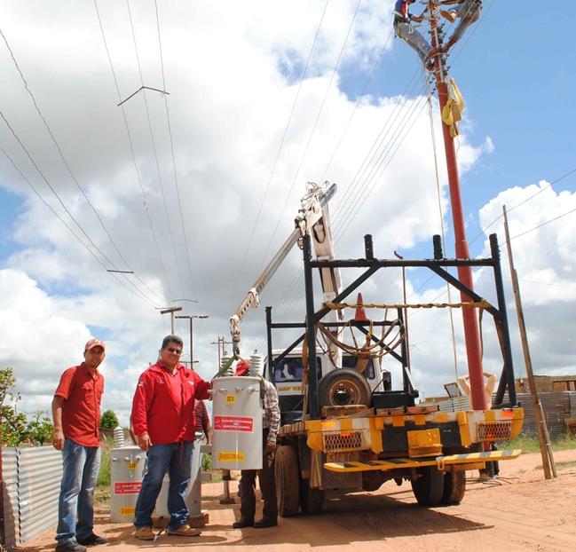 supervisada-la-obra-de-electrificacion-por-el-alcalde-martinez