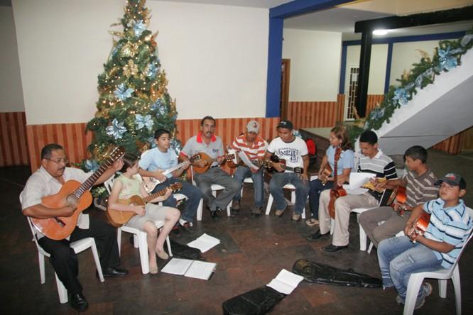 escuela-de-cuatro-y-gitarra.jpg