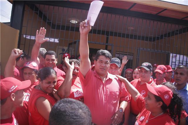 3.Con una diferencia de mas de 10 mil votos, ganador Pedro Martinez